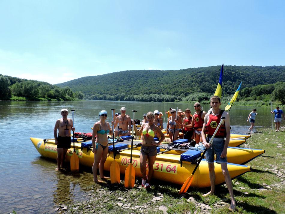 Дністровський каньйон відпочинок сплав річкою на каяках катамаранах з кучеряві тури