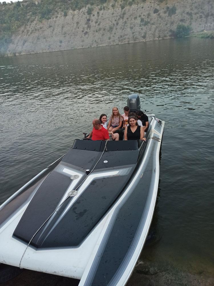 Катання на моторних човнах