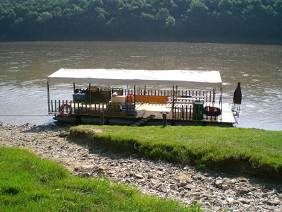 Сплав на плоту річкою Дністер
